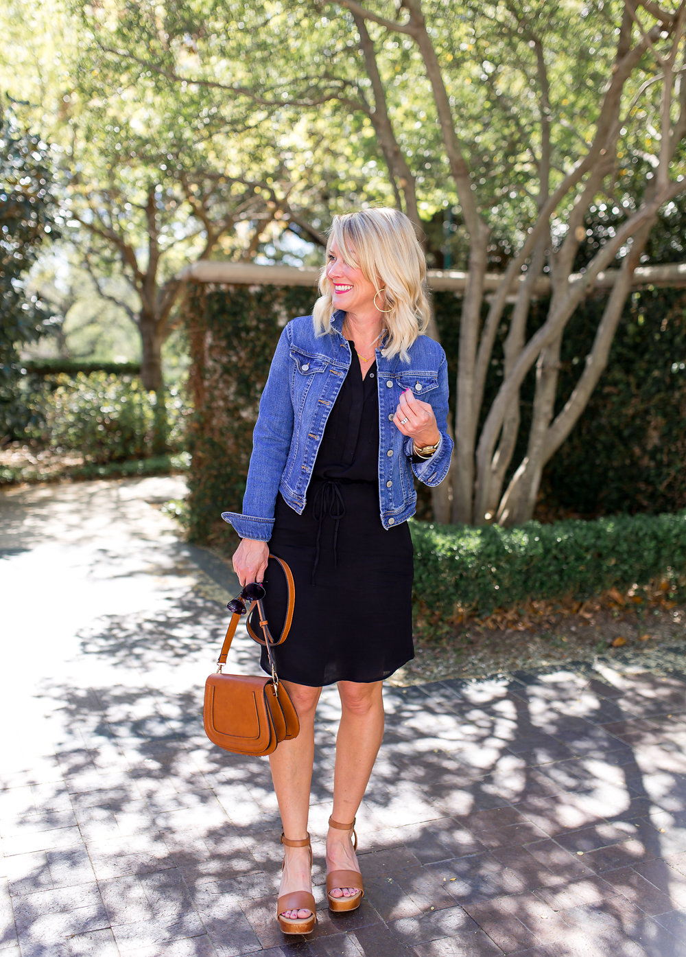 easy casual spring outfit denim jacket
