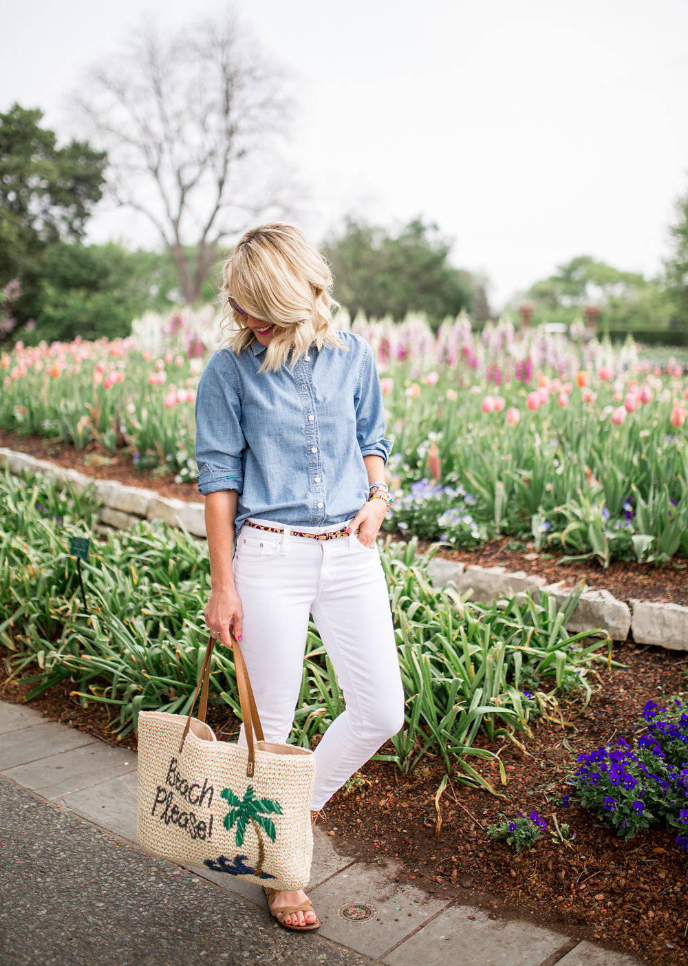 white jeans chambray shirt outfit