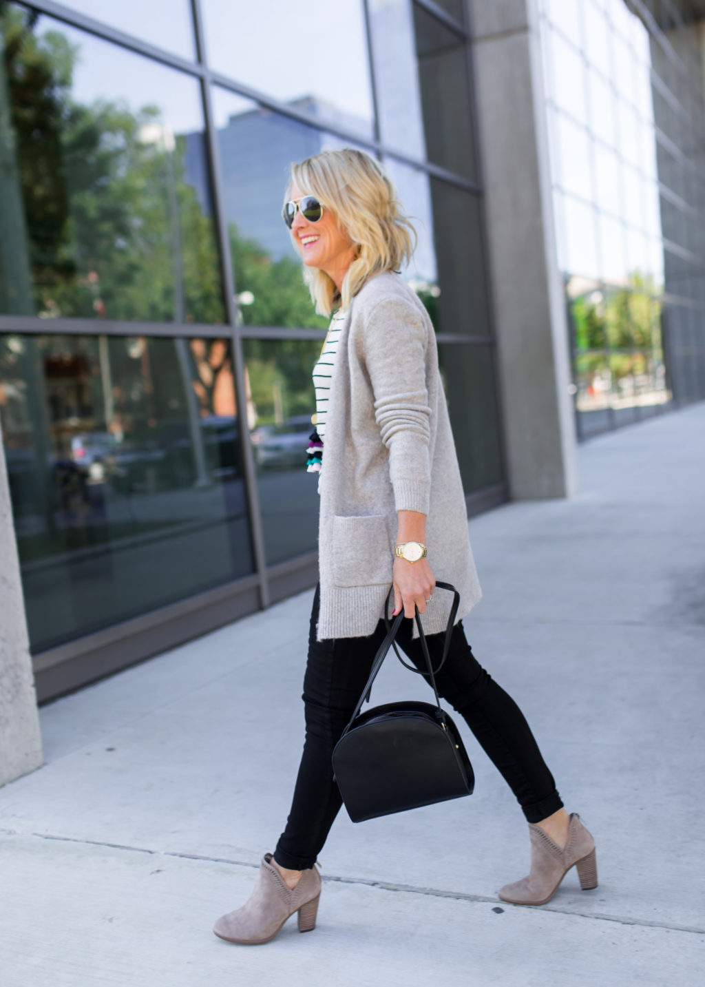 black jeans and cardigan fall outfit